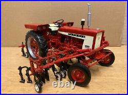 1/16 scale Speccast International IH farmall 504 withcultivator tractor tracteur