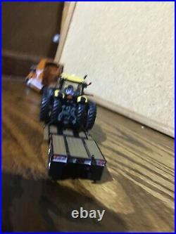 1/64DCP U of TEXAS INTERNATIONAL TRACTOR & LOWBOY WITH CHAMPION TRACTOR AS LOAD