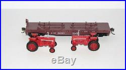 Athearn ATSF 50' Flat Car with 2 Case International Harvester TractorsNEWHO