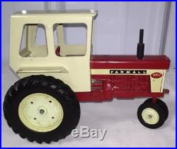ERTL Farmall 560 Tractor with Cab Vintage 1970s 1/16