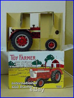 INTERNATIONAL HARVESTER 660 TRACTOR, 1999 NATIONAL FARM TOY SHOW 1/16, DIECAST