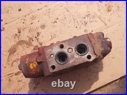 International 300 350 utility tractor IH RR in hydraulic control valve assembly