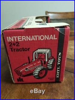 International Harvester 3588 2+2 Tractor ERTL. First edition. Mint toy