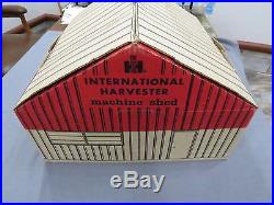 International Harvester 5010 Deluxe Farm Set BOX Machine Shed Barn Tractor 806