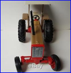 International Harvester 826 Gold Demo tractor with canopy 116 Scale New Ertl