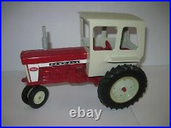 International Harvester Farm Toy Tractor 560 with cab OLD Ertl 1/16