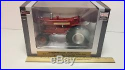 Toy SpecCast International Harvester W450 Gas wide Front Tractor