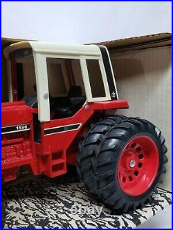 Vintage International IH 1586 Tractor with Cab & Duals 1/16 Scale Ertl Farm Toy